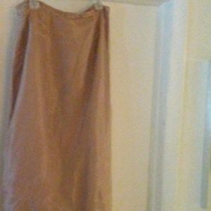 Skirt with Elastic in the back waistline. Size 14